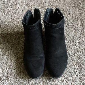 Size 7.5 black Indigo Rd ankle booties